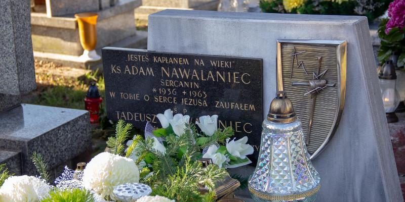 Przy grobach zmarłych współbraci